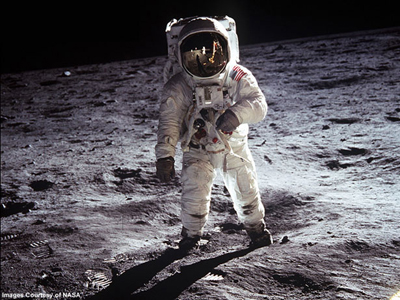 Buzz Aldrin in Space When Buzz Aldrin and Neil Armstrong took a stroll on the moon